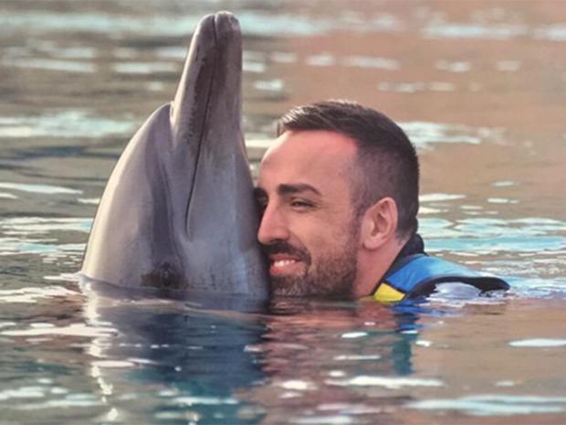 enrique-dolphin.jpg