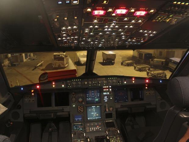 Airbus-A320-flight-deck-REUT.jpg