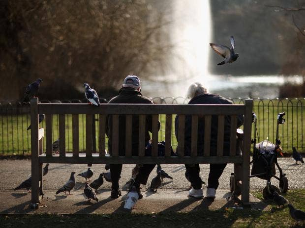 Feeding_birds_in_London.jpg
