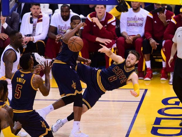 Matthew-Dellavedova-8-of-the-Cleveland-Cavaliers-passes-around-Tristan-Thompson-3-during-Game-Two-.jpg