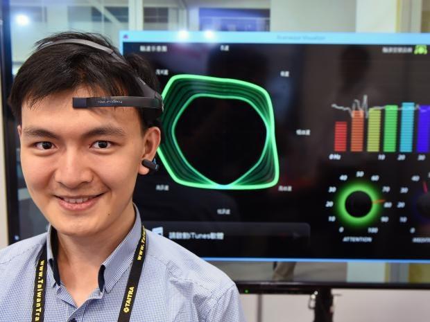 web-EEG-headset.jpg