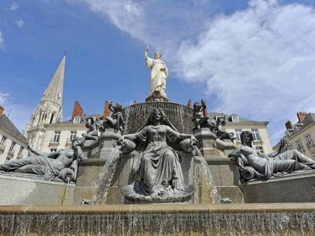 nante-fountain-lvan.jpg