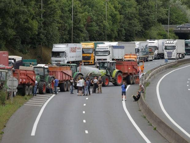 25-Farmer-Blockade-AFP.jpg