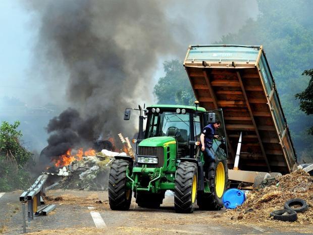 pg-4-french-farmers-1-getty.jpg