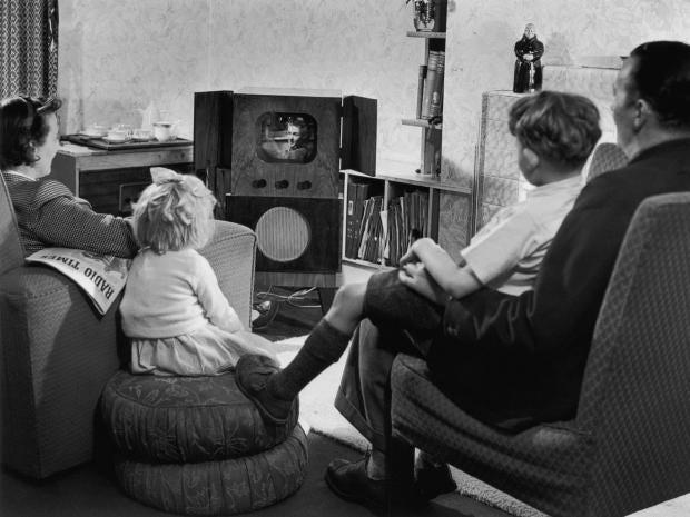 AN76536604A-family-watching.jpg