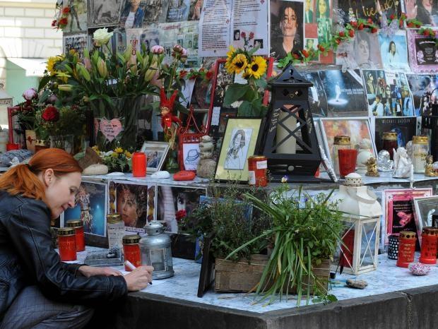 Michael-Jackson-Shrine.jpg