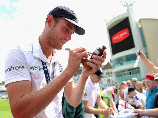 Stuart-Broad-of-England-is-handed-a-replica-ashes-urn-to-sign.jpg
