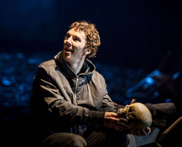 16.-Benedict-Cumberbatch-(Hamlet)-in-Hamlet-at-the-Barbican-Theatre.jpg