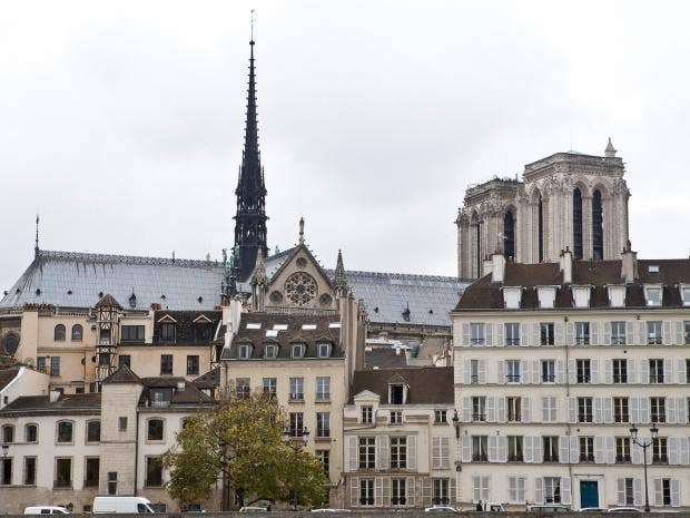 airbnb in paris to collect city taxes as site upsets hotels and residents the independent