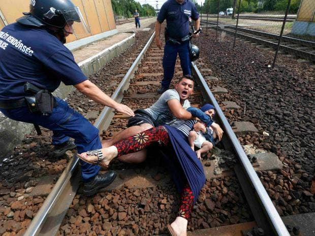 8-Hungarian-policemen-Reuters.jpg