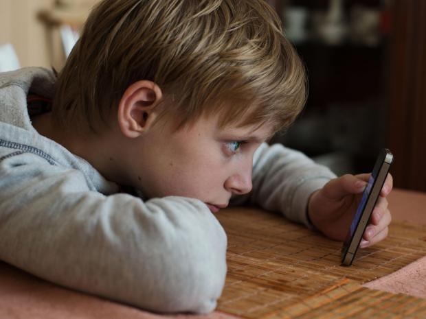 20-Boy-smartphone-Alamy.jpg