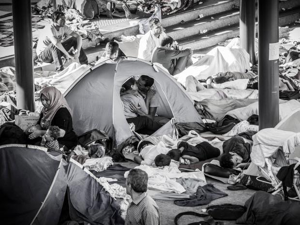 refugees-kiss.jpg