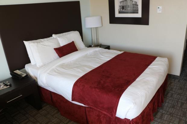 UMass_Hotel_bed.JPG