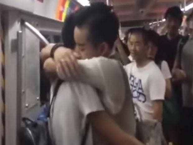 Gay-marriage-proposal-on-Chinese-subway.jpg