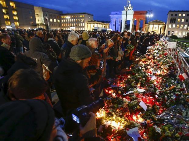 Paris-Mourning-13.jpg