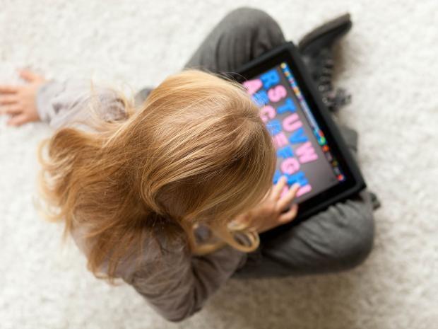 paretns-struggle-children-unplug-technology-computers-ipad.jpg