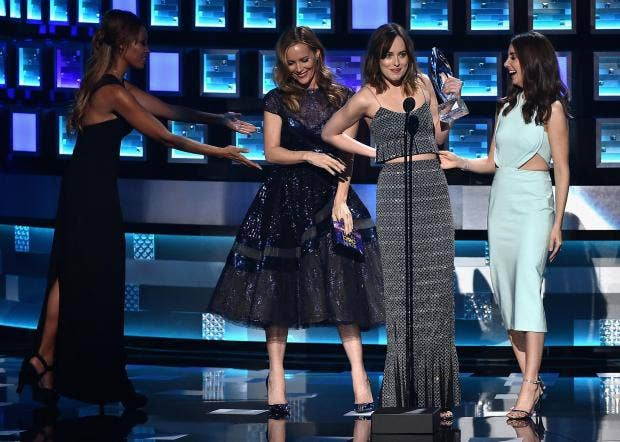 Dakota-Johnson-Wardrobe-Malfunction-Peoples-Choice-Awards.jpg