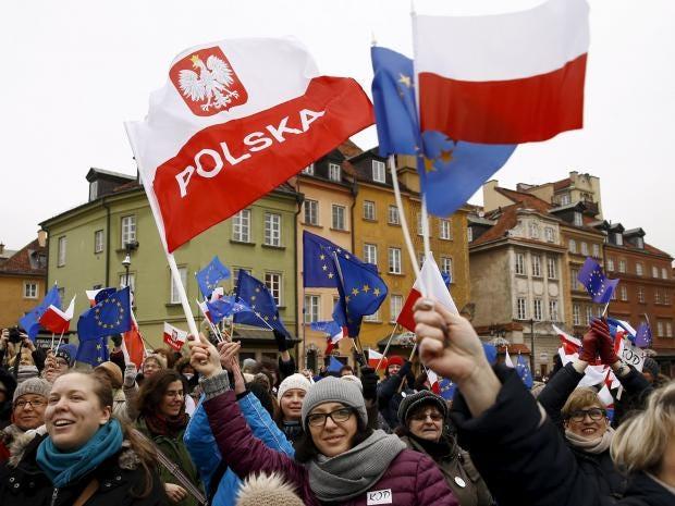 26-EU-and-Polish-flags-Reuters.jpg