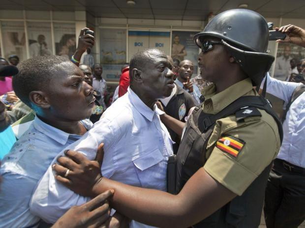 21-Kizza-Besigye-PA.jpg