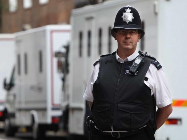 57-policeman-serco.jpg
