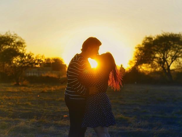 kissing-couple-1148914_960_720.jpg