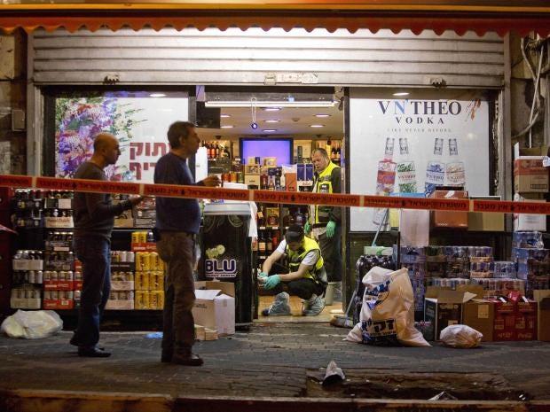 wine-shop-attacker-stab-neck.jpg