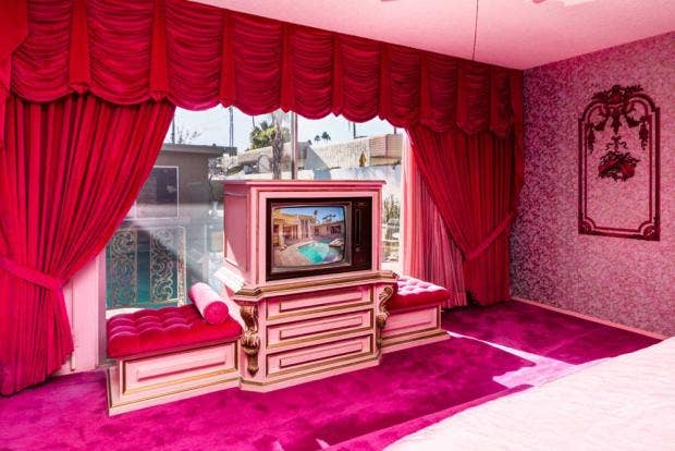 This Palm Springs home (for sale) hasn\'t been redecorated since 1969 ...