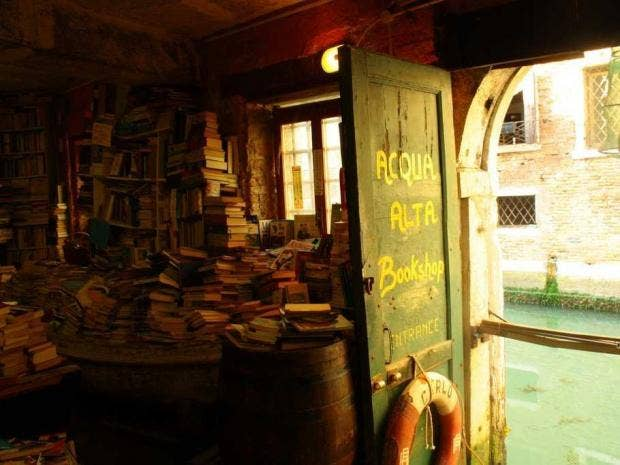 libreria-acqua-alta-venice.jpg