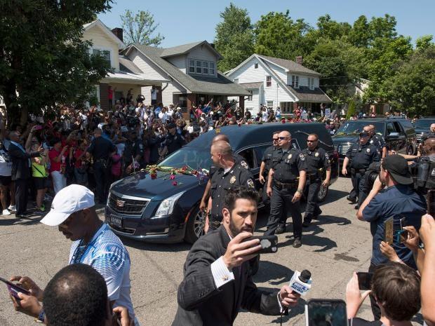 muhammed-ali-funeral-motorcade.jpg