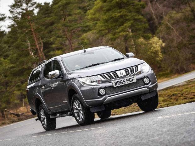 Nissan navara vs mitsubishi l200 which is the pick of the pick nissan navara vs mitsubishi l200 which is the pick of the pick ups fandeluxe Choice Image
