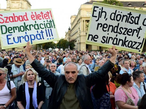 hungary-refugee-protest.jpg