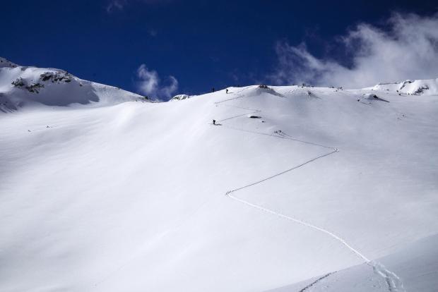 bulgaria-bansko-pirin-mountains-skiing.jpg