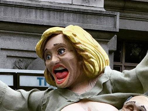 clinton-statue.jpg