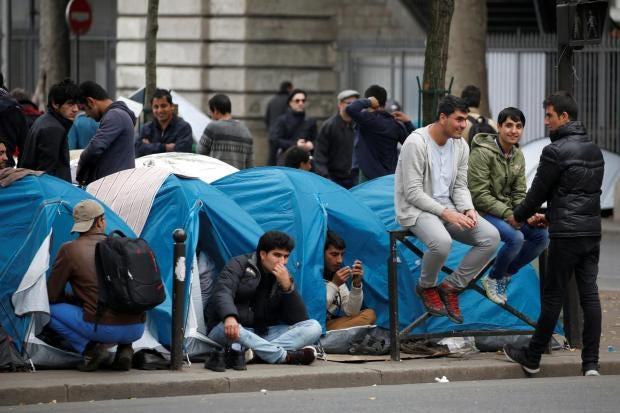 paris-stalingrad-migrant.jpg