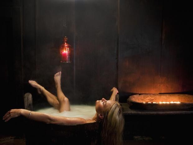 woman-bath-winter.jpg