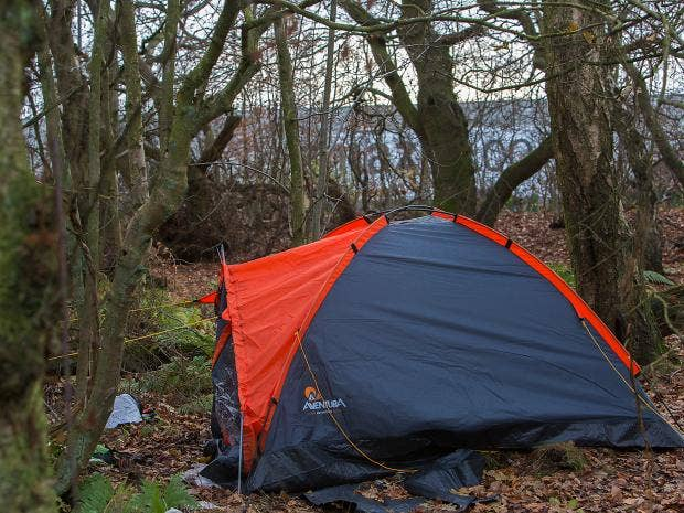Hard-pressed Amazon workers in Scotland sleeping in tents near warehouse to save money | The Independent & Hard-pressed Amazon workers in Scotland sleeping in tents near ...