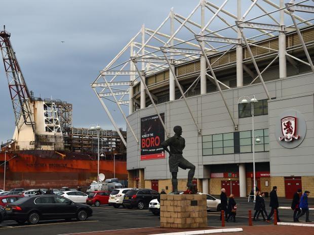 Manchester United battle past 10-man West Ham