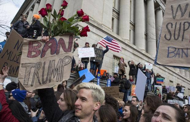 Federal judge temporarily halts Trump's Muslim ban nationwide