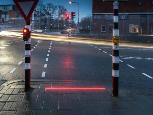 lichlin-traffic-lights-pedestrians.jpg