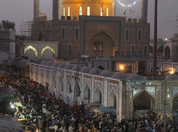 At least 10 dead in Sufi shrine bombing in Pakistan