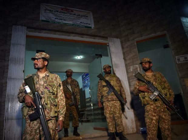 pakistan-bombing-soldiers.jpg