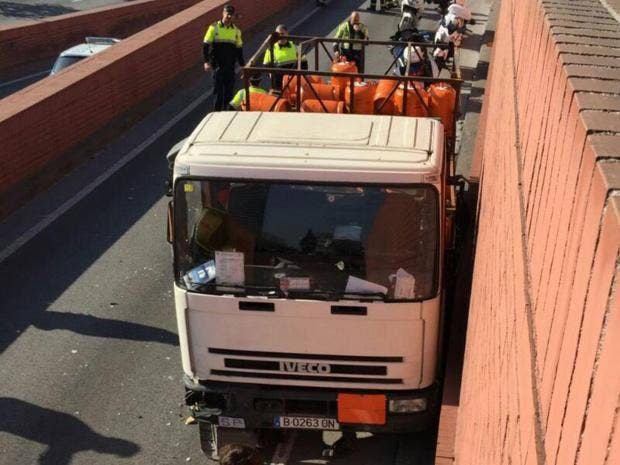 Barcelona police fire on speeding gas canister truck