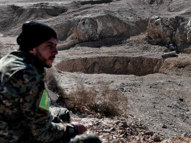 isis-sinkhole-landmines.jpg