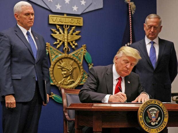 trump signing executive order for second travel ban.jpg