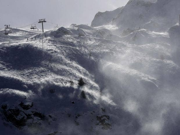 Avalanche hits ski resort in French Alps