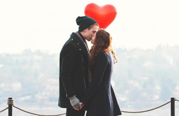 couple-on-date-kissing-0.jpg