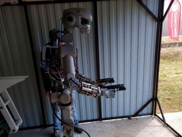 fedor-robot-guns.jpg