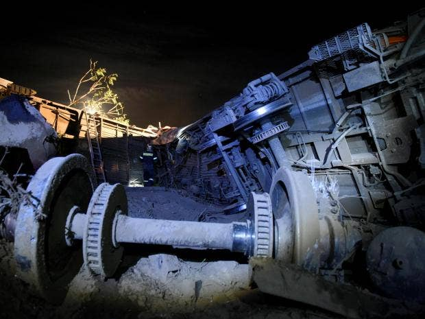 greece-train-derailed.jpg