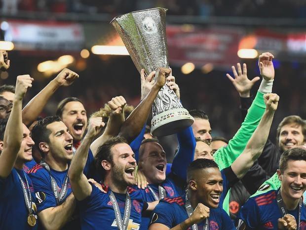 man-united-trophy.jpg