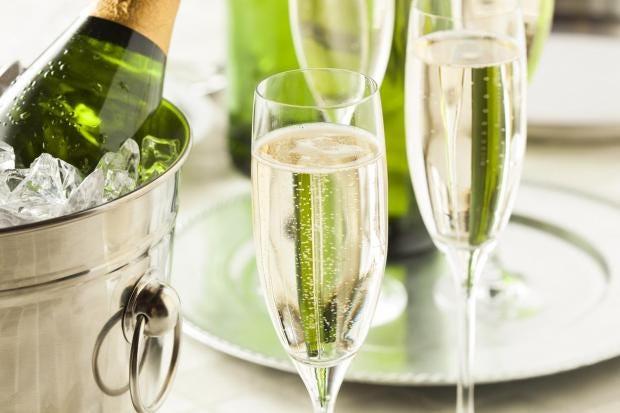 champagne-v-prosecco.jpg